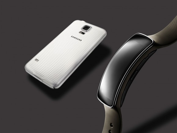 Gear-Fit,-Galaxy-S5-White